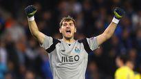 Tiền đạo Porto solo ghi bàn sau đường phát bóng của Casillas