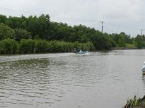 Xót thương 2 học sinh chết đuối khi chèo xuồng qua sông