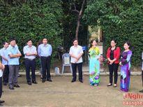 Đoàn đại biểu HĐND các tỉnh dâng hoa, dâng hương tại Khu di tích Kim Liên