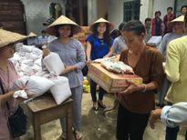 Đại diện Thiền Phái Trúc Lâm thăm, tặng quà bà con vùng lũ