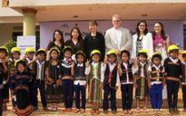 Tặng hơn 5.000 MBH cho trẻ em dân tộc thiểu số