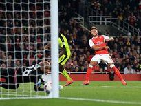 Oxlade-Chamberlain lập cú đưa Arsenal vào tứ kết League Cup