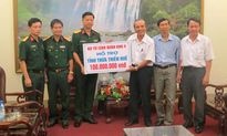 Quân khu 4 ủng hộ đồng bào lũ lụt Thừa Thiên - Huế