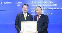 Đại diện Chubb Life Việt Nam nhận danh hiệu Doanh nhân Tiêu biểu 2016