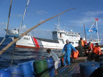 Trung Quốc ép Philippines 'xin phép' đánh bắt ở Scarborough bất thành