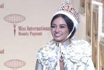 Mỹ nhân Philippines bật khóc khi giành ngôi Hoa hậu Quốc tế 2016