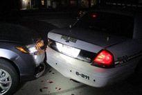 Nữ sinh Mỹ đâm vào xe cảnh sát vì mải khỏa thân selfie