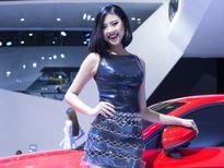 'Người đẹp biển' Đào Thị Hà rạng rỡ trên sàn catwalk
