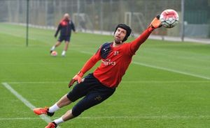 Arsenal điên cuồng tập luyện trước trận gặp Manchester United