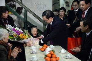 Vừa nhậm chức, Bí thư Hà Nội Hoàng Trung Hải đi chúc Tết gia đình chính sách