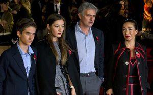 Mourinho, Guardiola: Sợ vợ mới là bí quyết thành công (29 Tết)