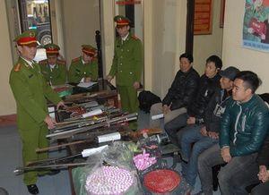 Hơn 20 người dân giao nộp súng cho công an dịp Tết Bính Thân