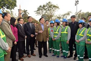 Bí thư Thành ủy Hoàng Trung Hải thăm hỏi, động viên các đơn vị ứng trực phục vụ nhân dân dịp Tết