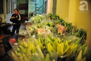 Tấp nập chợ hoa ly đêm ở làng Tây Tựu ngày cuối cùng năm cũ