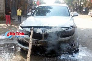 Xe sang BMW 328i bốc cháy lúc du xuân sáng mồng Một