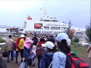 Chuyến tàu đặc biệt của người dân Lý Sơn ngày cuối năm