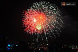 Chùm ảnh: Mãn nhãn với những màn pháo hoa rực rỡ đón năm mới ở Hà Nội - Sài Gòn