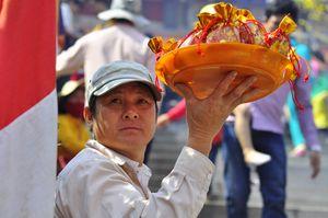 Người Sài Gòn đi chùa, phóng sinh cầu xuân an lành