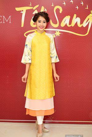 Mỹ nhân Việt khoe sắc với áo dài gấm cách điệu
