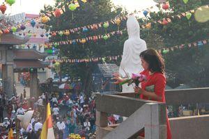 Người Sài Gòn nô nức lễ chùa, phóng sinh đầu năm mới