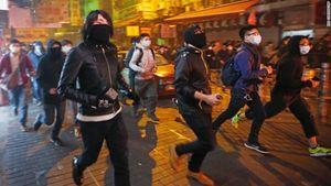 Bạo động đầu năm tại Hongkong, 44 cảnh sát bị thương