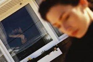 Hẹn hò chồng hàng xóm giữa đêm, bị bắt mấy lần vẫn không dừng