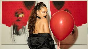 Rihanna thống trị Billboard 200 sau tuần đầu bán được 460 bản album