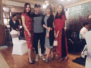 Trấn Thành diện áo đôi lần đầu đón Tết cùng Hari Won