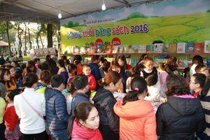Phố sách Bính Thân 2016: Gian hàng sách nhi đồng hút khách