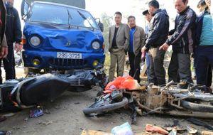 Xe tải mất lái đâm 5 người thương vong