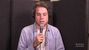Tại sao bạn thấy giọng của mình khi hát karaoke không hay như bình thường?
