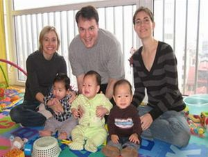 Đề xuất lệ phí nhận con nuôi với người nước ngoài ở Việt Nam