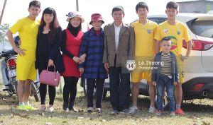 Tuyển thủ Việt Nam ghi bàn sau 3 giây ở trận bóng làng khai xuân