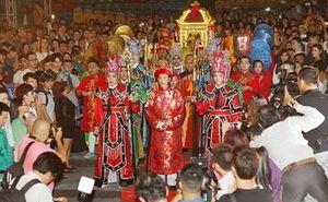 Những điều cấm kị khi đi diễn ngày Tết của sao Việt