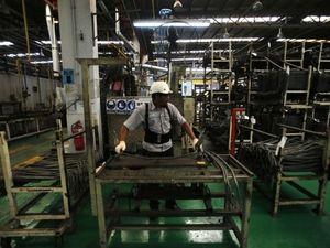 Malaysia: Người dân làm thêm giờ, nhiều việc tay trái để kiếm sống