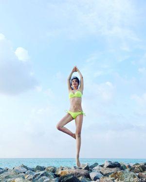 Mướt mắt ngắm Lý Băng Băng diện bikini đầu năm mới