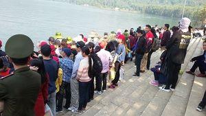 Đầu năm, hàng vạn người đổ về chùa Hương Tích cầu may