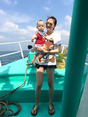 Vợ chồng Ngọc Thạch đưa con trai đi du lịch đầu năm