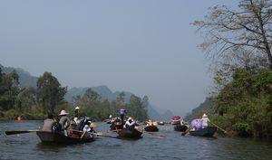 Gần 200 cảnh sát chốt cả tháng đảm bảo an ninh chùa Hương