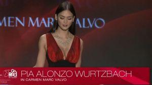 Hoa hậu Hoàn vũ 2015 Pia lần đầu trình diễn thời trang sau đăng quang