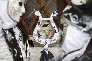 Những hình ảnh ấn tượng từ lễ hội hóa trang ở Venice