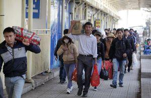 Người dân hối hả trở lại Thủ đô sau kì nghỉ Tết