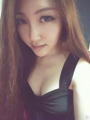 Thiếu nữ Singapore thấy mình đổi đời sau khi bơm ngực