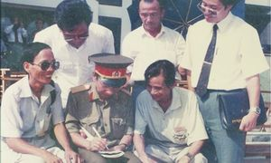Chuyện bà Trần Lệ Xuân tìm cách mua chuộc tướng tình báo