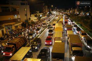 Ùn tắc kéo dài hàng km, đại lộ Phạm Văn Đồng tê liệt suốt nhiều giờ