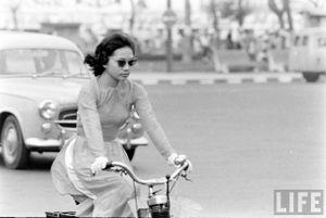 Hình ảnh: Phụ nữ Sài Gòn duyên dáng trong tà áo dài những năm 1960