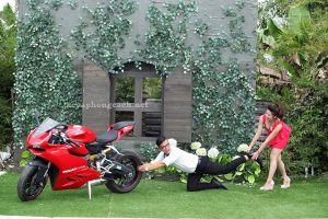 Ngắm bộ ảnh cưới chụp cùng môtô siêu dễ thương của cặp đôi Sài Gòn