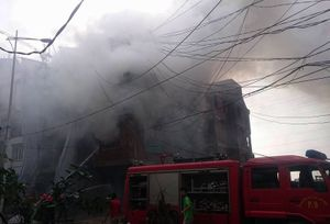 Hà Nội: Cháy lớn căn biệt thự liền kề 4 tầng