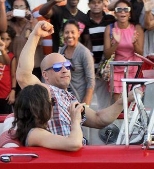 Vin Diesel quay 'Fast 8' giữa vòng vây người hâm mộ Cuba