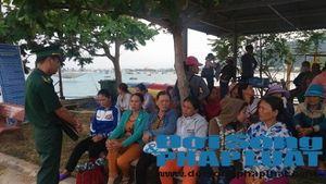 Cảnh đoàn tụ trong nước mắt của 34 ngư dân bị nạn trở về